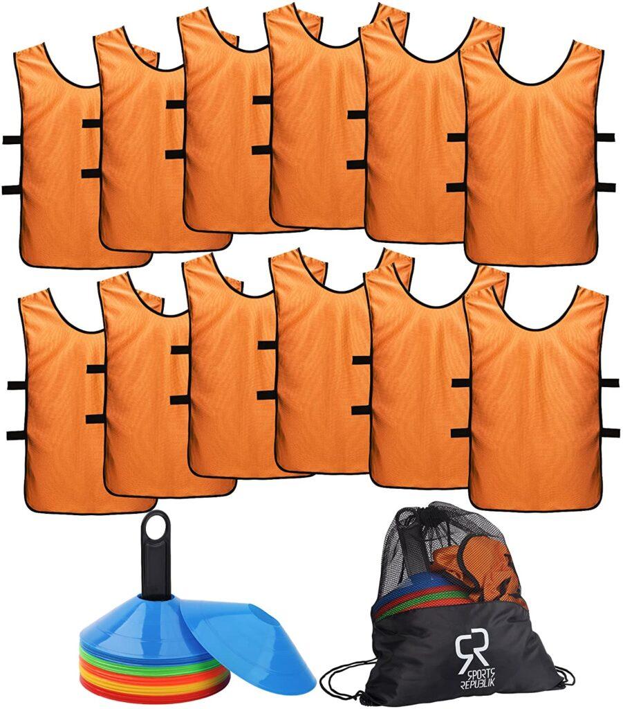 Bolsa con petos y conos para entrenamiento, incluye 12 camisetas petos y 50 conos de colores, incluye bolsa de transporte