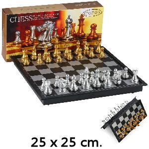 Juego de ajedrez con fichas doradas para niños
